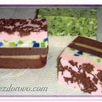 вот такое отличное мыло из детского, в виде кусочков тортика, у нас получилось!