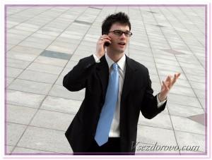 мужчина говорит по сотовому фото