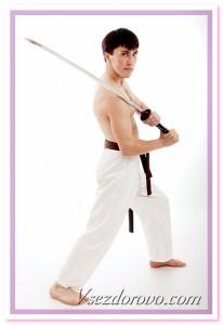 мужчина с мечем фото