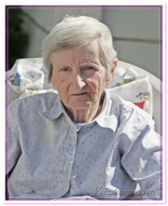 старая женщина фото
