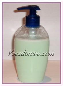 переливаем жидкое мыло в герметичную емкость с дозатором