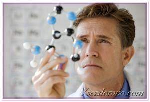 ученый изучает молекулу ДНК