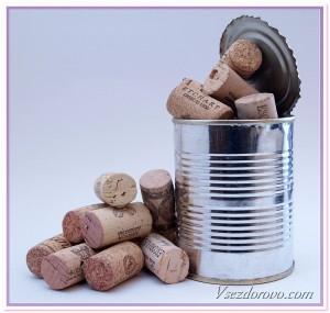 консервная банка полная пробок от вина