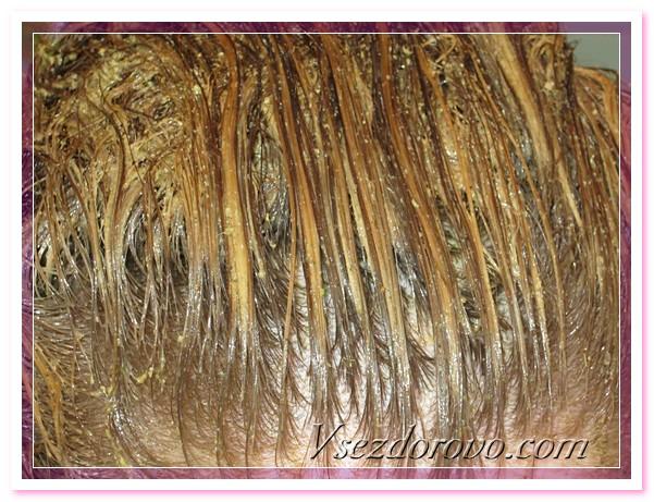 Жидкая травяная мука удивительно нежная и приятная на ощупь, легко распределяется по волосам, не стекает по шее и не капает