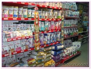 сейчас в магазинах представлен огромный выбор кормов премиум и супер-премиум класса для животных