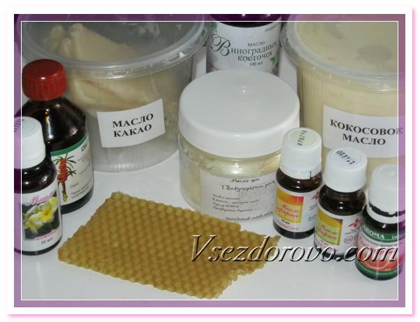 Для приготовления массажных плиточек нам понадобятся базовые и эфирные масла, пчелиный воск
