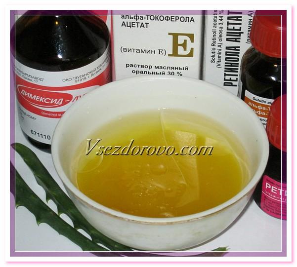 Смешиваем в отдельной емкости сок алоэ, масляные растворы витаминов Е и А, мед и димексид