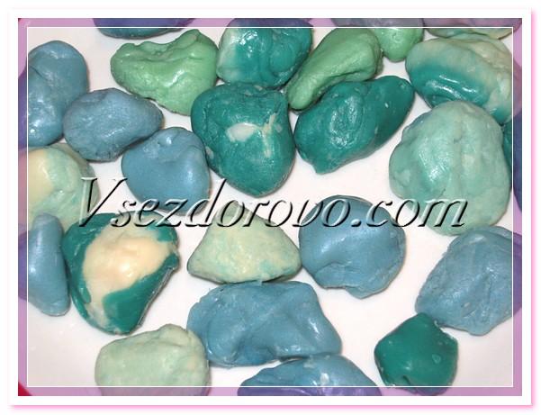 Не важно, каким способом вы будете делать заготовки, чем более разнообразные цвета и формы вы приготовите, тем интересней будет в конечном итоге ваш мыльный камень