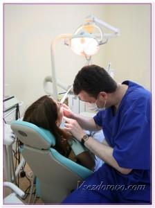 Стоматолог за работой фото