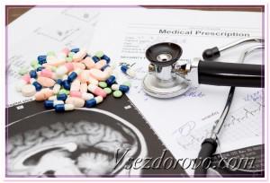 Фонендоскоп, таблетки и снимок мозга фото