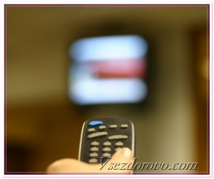Телевизор и пульт фото