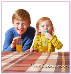 Дети пьют сок фото