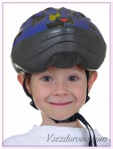 Мальчик в шлеме фото