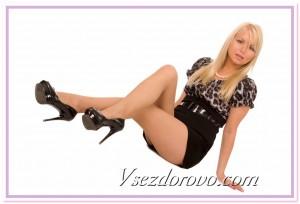 Девушка в туфлях на высоком каблуке фото