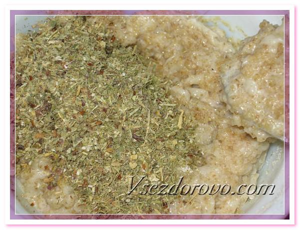 Добавляем травяной порошок, оставшийся после приготовления убтана