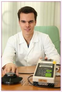 Молодой ученый с медицинским прибором фото