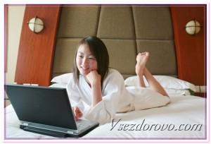 Девушка с компьютером фото