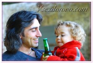 Ребенок знакомится с пивом фото