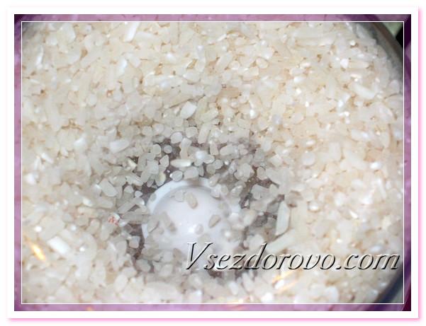 Перемалываем рис до состояния муки