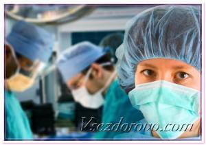 Женщина-врач в операционной фото