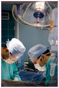 Хирурги в операционной фото