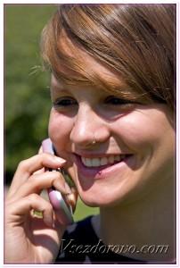 Девушка с пирсингом в носу фото