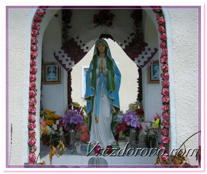 Каплица Деве Марии крупным планом