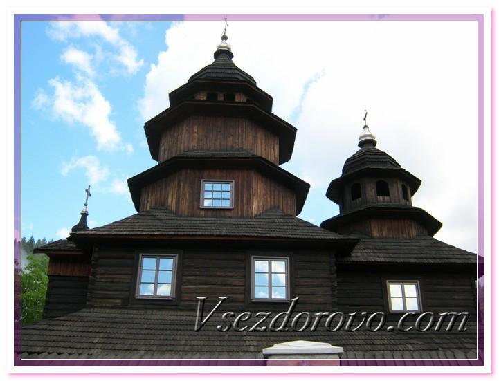 Наряду с современными церквями функционируют и старинные, построенные из дерева еще сотни лет назад