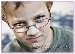Мальчик в очках фото