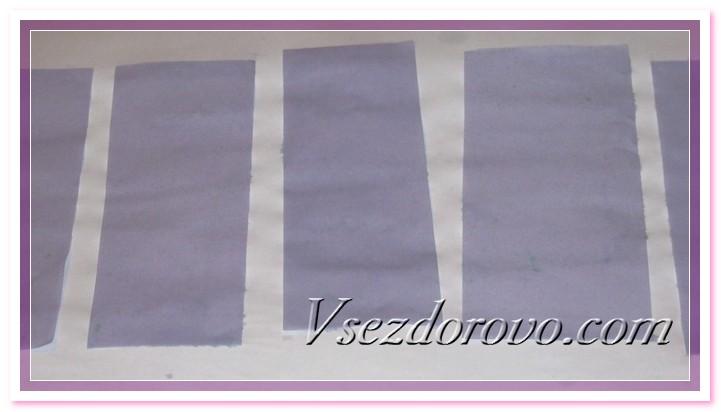 Как только бумага приобретет бледно-сиреневый цвет, достаем листы и раскладываем, чтобы они просохли