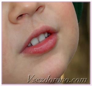 губы слюна фото