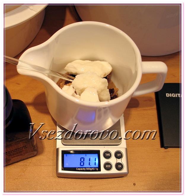 Отмеряем масла и тёртое какао