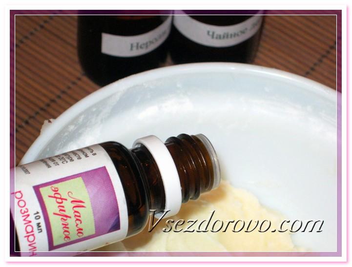 В полученную массу добавляем эфирные масла