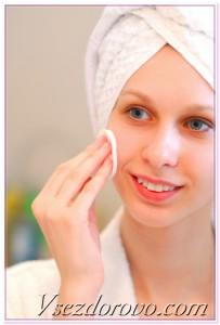девушка очищает лицо фото
