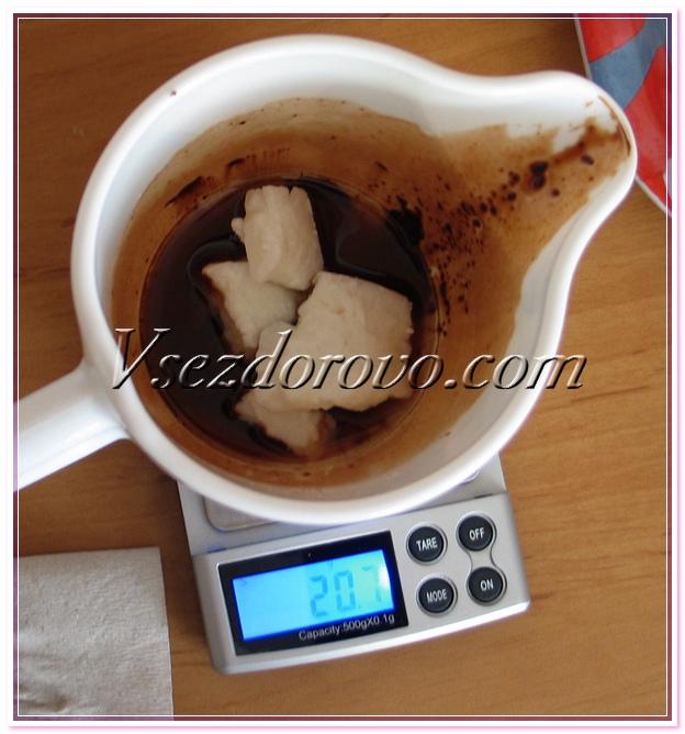 Отмеряем ингредиенты для приготовления сахарного скраба