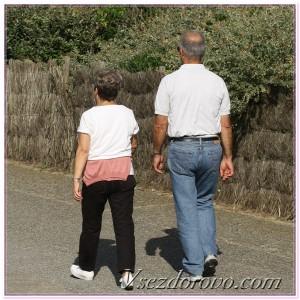 мужчина и женщина на прогулке фото