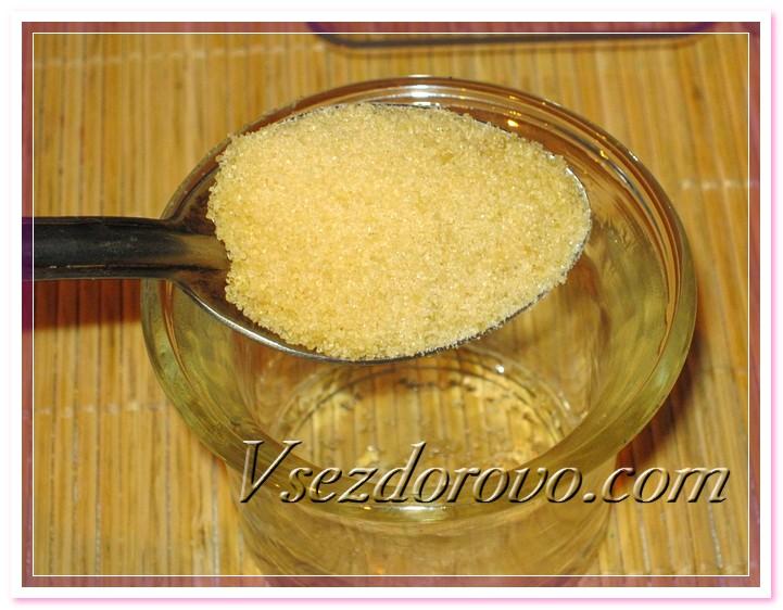 Предварительно замачиваем желатин в воде, ждем его полного растворения