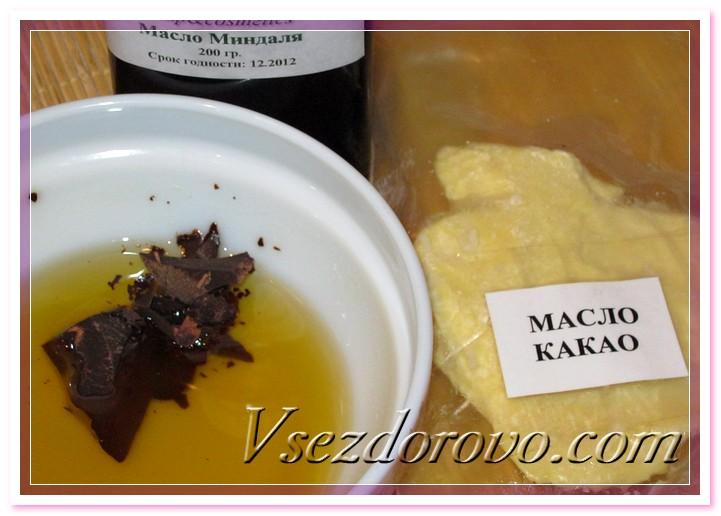 Растапливаем на водяной бане баттеры, добавляем тертое какао и масло миндаля
