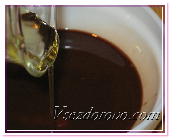 Снимаем масла с водяной бани, даем остыть и вливаем полисорбат с растворенным в нем эфирным маслом корицы