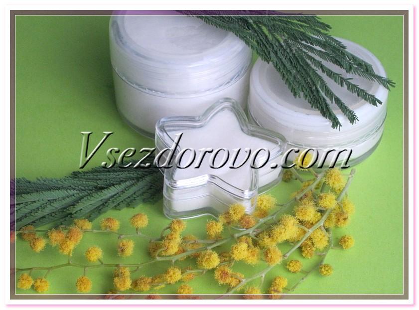 Остывший крем-бальзам, пока он еще достаточно жидкий, разливаем по предварительно продезинфицированным баночкам