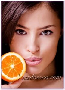 Девушка и апельсин фото
