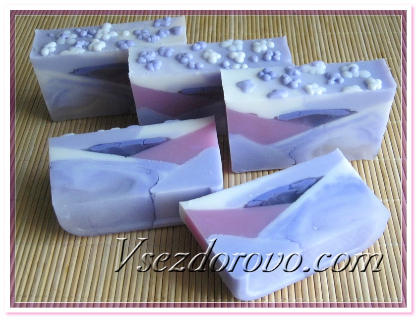 Нарезаем готовое мыло на кусочки