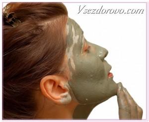 женщина с маской из лечебной грязи фото