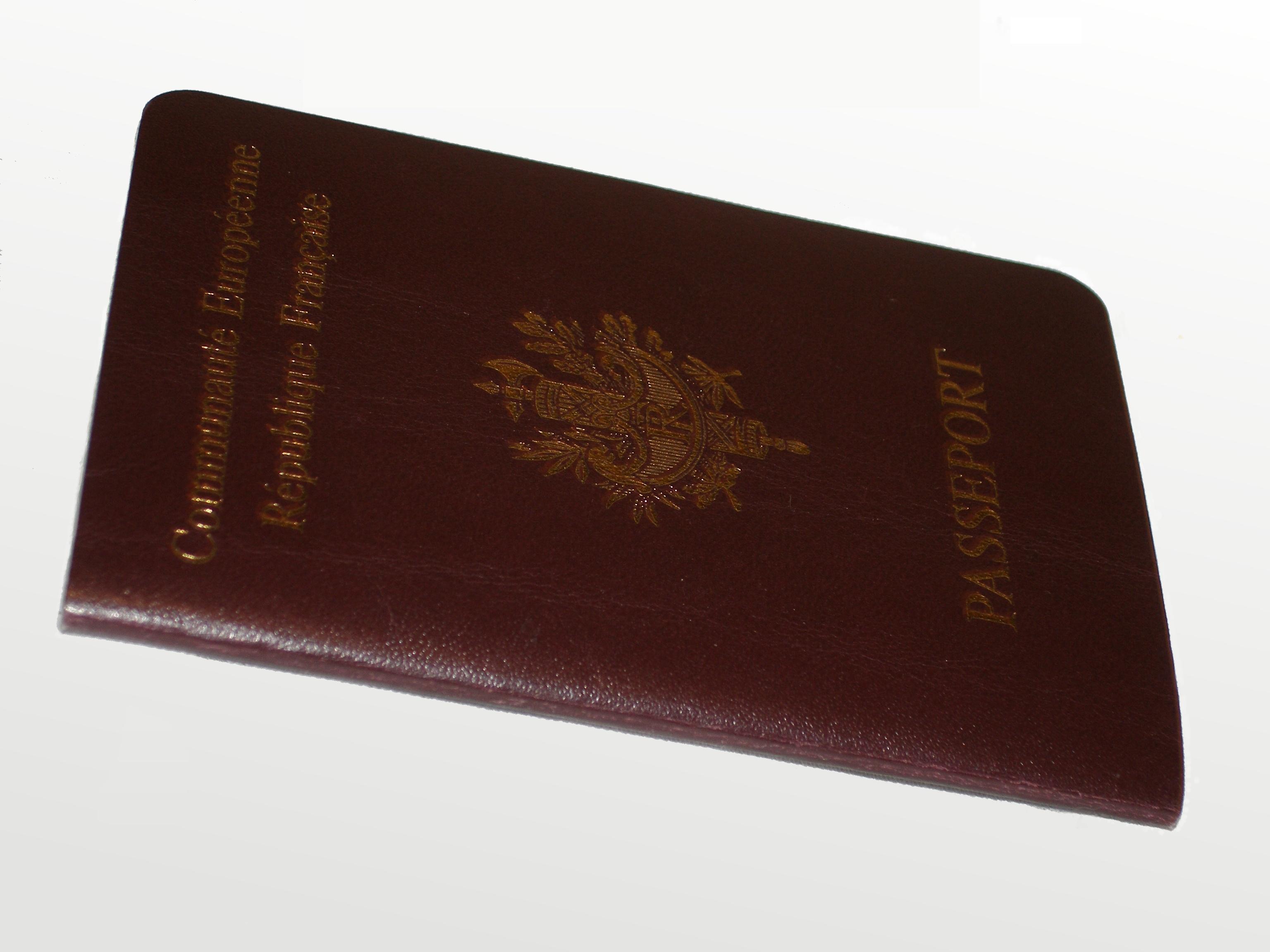 Пристав наложил запрет на регистрационные действия