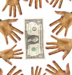 Руки тянутся к доллару