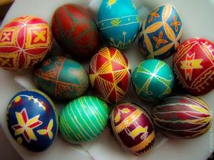 Украшение пасхальных яиц своими руками: фото, способы