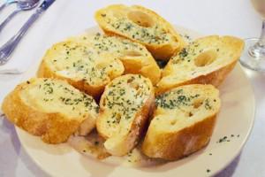 Гренки с чесноком — рецепт с фото
