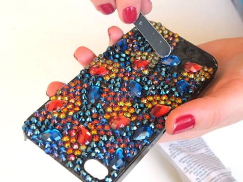 Украшаем чехол для мобильного своими руками