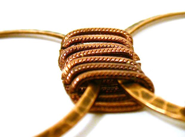 Соедините все кольца между собой звеньями