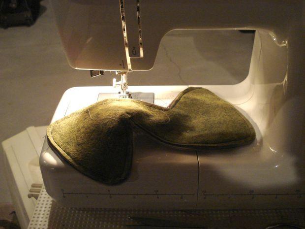 Аккуратно вшейте застежку-молнию между двумя слоями ткани